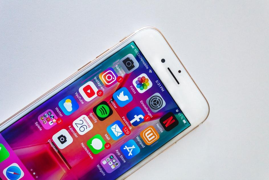 IIPhone mit Social Media Apps