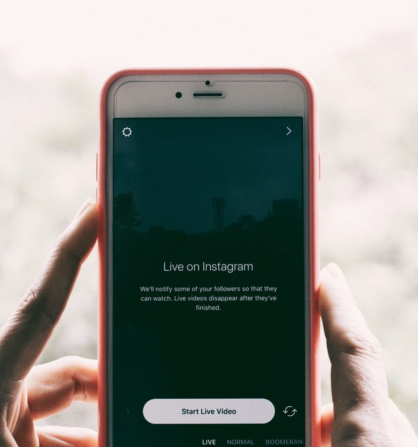 Handy mit Instagram Live Video