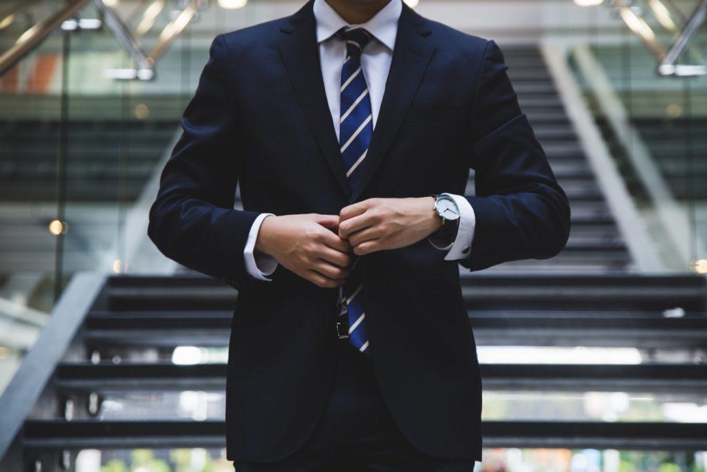 Person im Anzug
