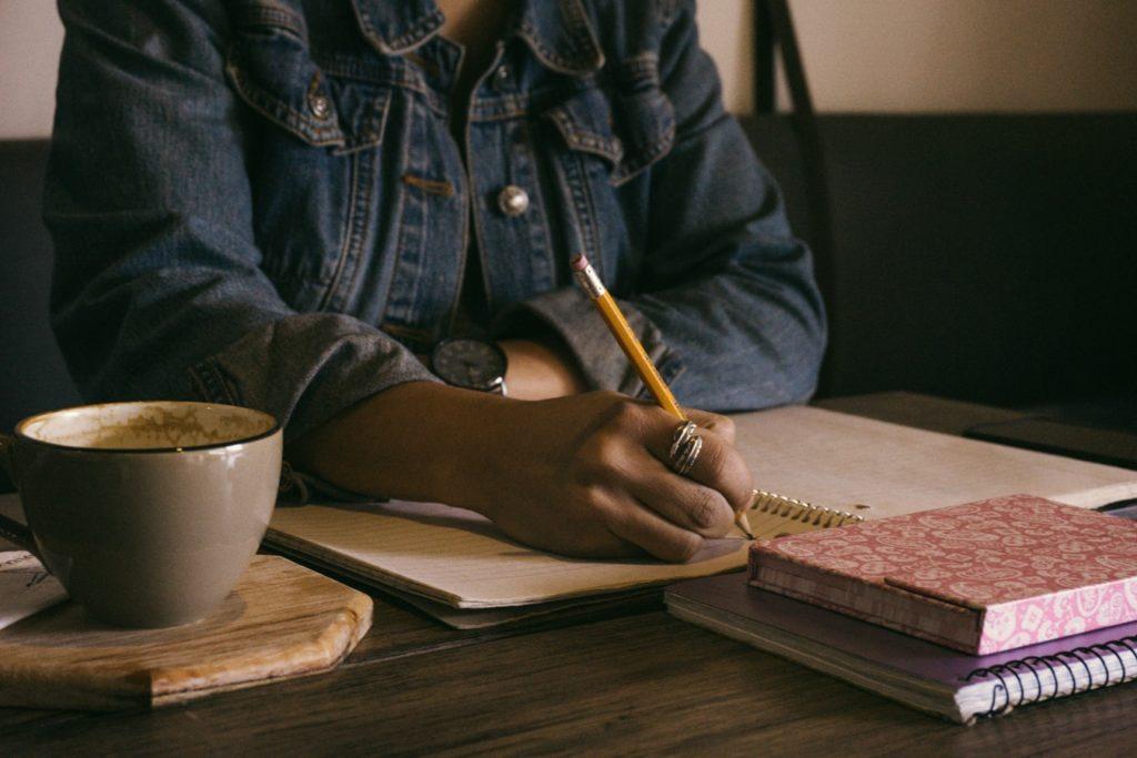 schreibende Frau