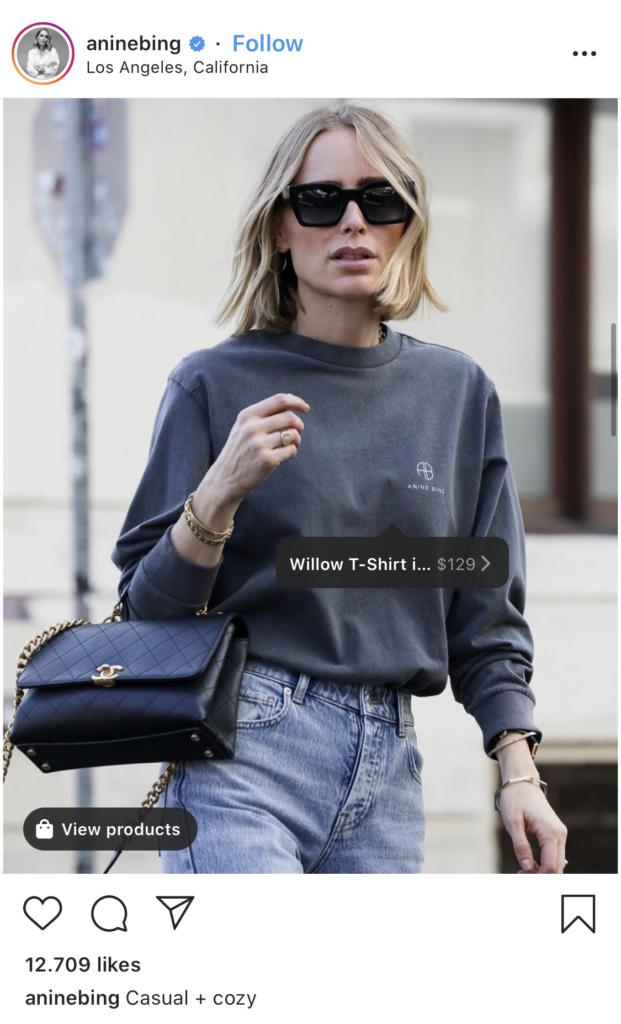 Influencerin Anine Bing tagged ihre Kleidung in Posts